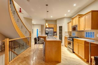 Photo 8: 810 21 Avenue NW in Calgary: Mount Pleasant Detached for sale : MLS®# A1016102