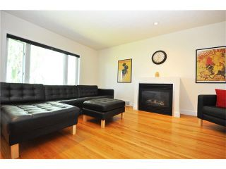 Photo 2: 3031 25 Street SW in Calgary: Richmond House for sale : MLS®# C4092785
