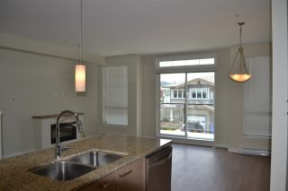 Photo 4: 5990 BEACHGATE LANE in Sechelt: Sechelt District Townhouse for sale (Sunshine Coast)  : MLS®# R2063345