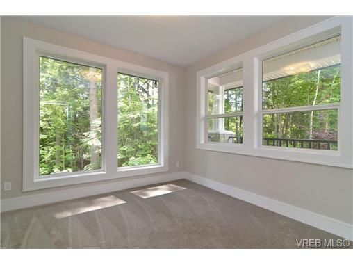 Photo 9: Photos: 111 Parsons Rd in VICTORIA: VR Six Mile House for sale (View Royal)  : MLS®# 684415