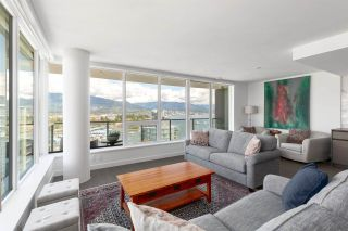 """Photo 2: 2101 620 CARDERO Street in Vancouver: Coal Harbour Condo for sale in """"CARDERO"""" (Vancouver West)  : MLS®# R2577722"""