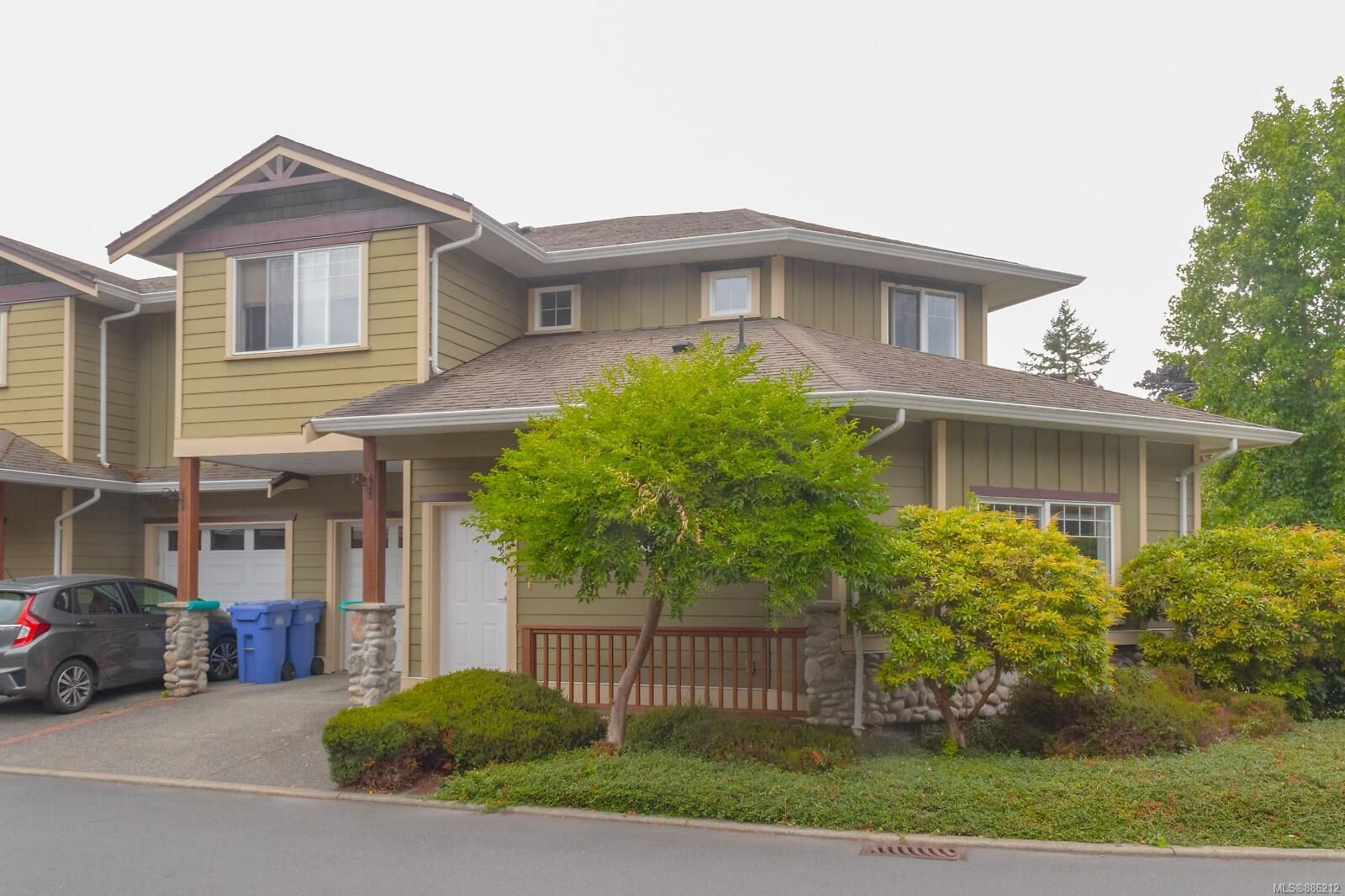 Main Photo: 102 951 Goldstream Ave in : La Langford Proper Row/Townhouse for sale (Langford)  : MLS®# 886212