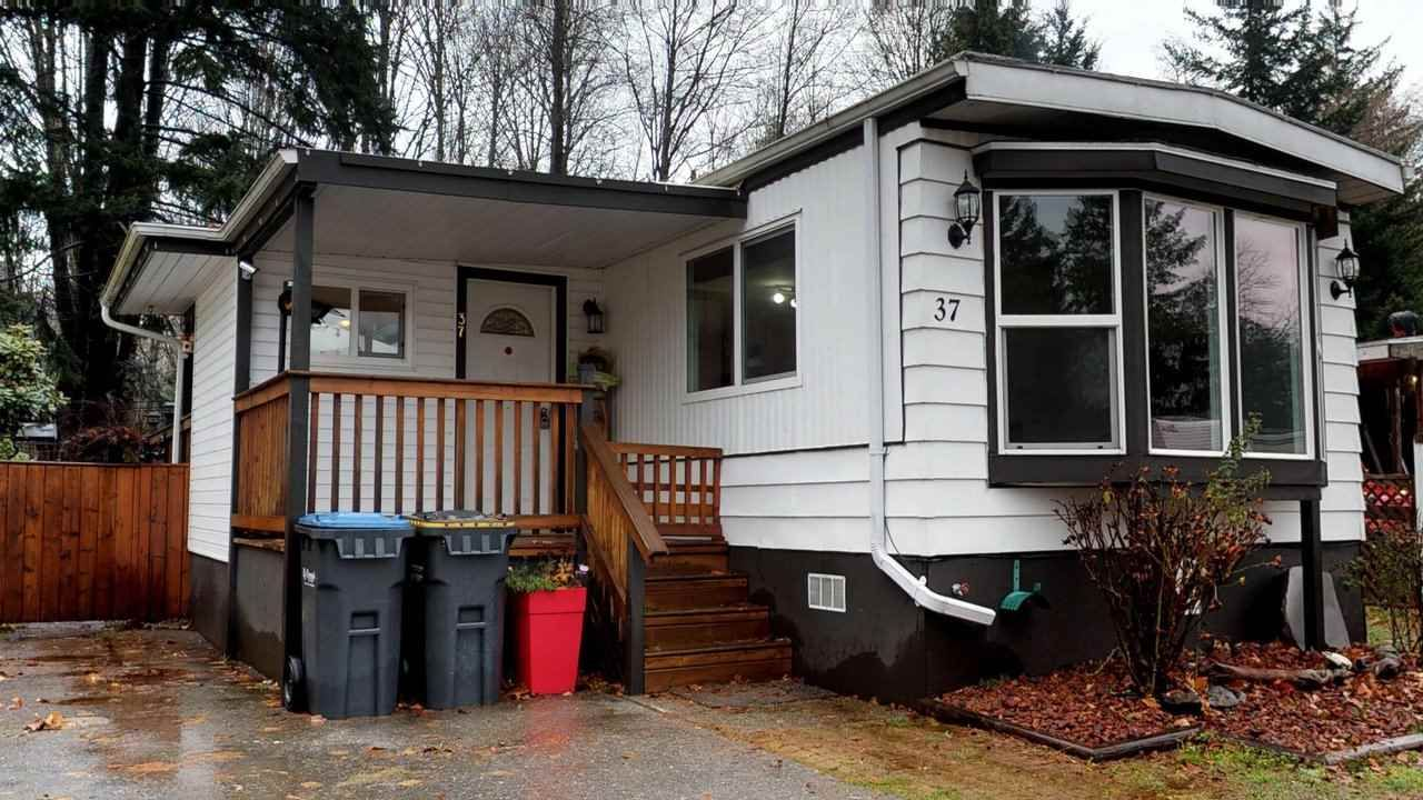 """Main Photo: 37 40157 GOVERNMENT Road in Squamish: Garibaldi Estates Manufactured Home for sale in """"Spiral Mobile Home Park"""" : MLS®# R2226149"""
