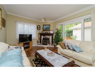 """Photo 5: 42 1400 164 Street in Surrey: King George Corridor House for sale in """"Gateway Gardens"""" (South Surrey White Rock)  : MLS®# F1419963"""