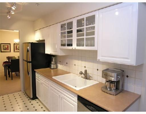 """Photo 3: Photos: 404 1144 STRATHAVEN Drive in North_Vancouver: Northlands Condo for sale in """"STRATHAVEN"""" (North Vancouver)  : MLS®# V744025"""