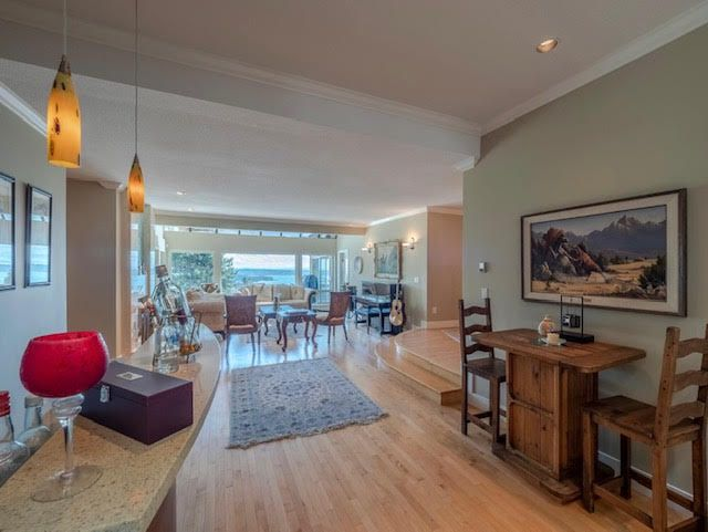 Photo 4: Photos: 2426 Westhill Court Upper in West Vancouver: Westhill House for rent
