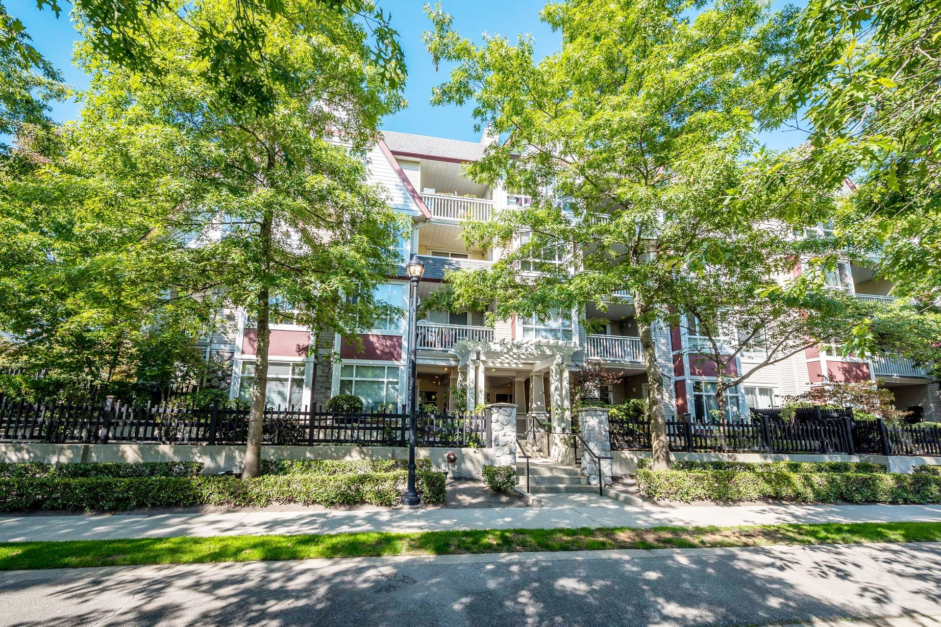 """Main Photo: 214 6833 VILLAGE GREEN Grove in Burnaby: Highgate Condo for sale in """"Carmel"""" (Burnaby South)  : MLS®# R2302531"""