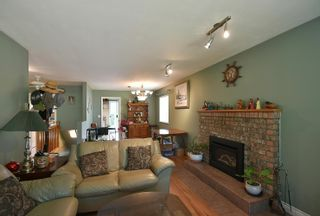 Photo 4: 1039 ROSAMUND Road in Gibsons: Gibsons & Area House for sale (Sunshine Coast)  : MLS®# R2615886