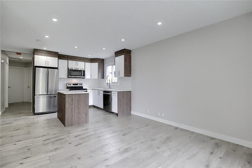 Photo 5: Photos: 1134 BERKLEY Drive NW in Calgary: Beddington Heights Semi Detached for sale : MLS®# C4303281