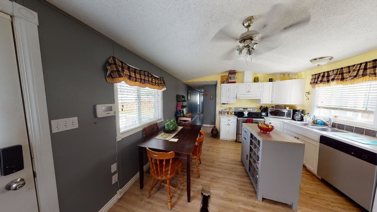 Photo 4: Photos: 10339 102 Street: Taylor Manufactured Home for sale (Fort St. John (Zone 60))  : MLS®# R2601750