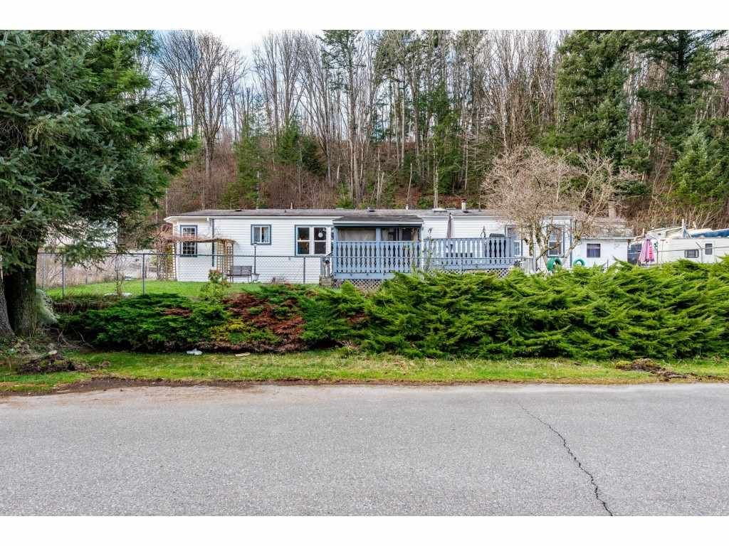 "Main Photo: 83 43201 LOUGHEED Highway in Mission: Dewdney Deroche Manufactured Home for sale in ""Nicomen Village"" : MLS®# R2529405"