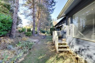 Photo 2: 15832 MCBETH ROAD in South Surrey White Rock: King George Corridor Home for sale ()  : MLS®# R2218642