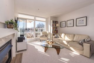 """Photo 3: 402 2288 W 12TH Avenue in Vancouver: Kitsilano Condo for sale in """"CONNAUGHT POINT"""" (Vancouver West)  : MLS®# R2051681"""