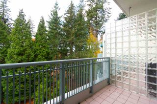 "Photo 15: 404 1725 MARTIN Drive in Surrey: Sunnyside Park Surrey Condo for sale in ""Southwynd"" (South Surrey White Rock)  : MLS®# R2337551"
