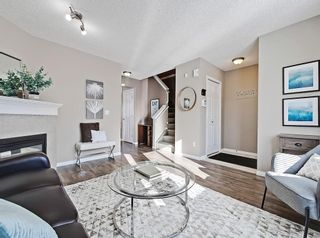 Photo 2: 16 ROYAL BIRCH Villa NW in Calgary: Royal Oak Row/Townhouse for sale : MLS®# C4302365