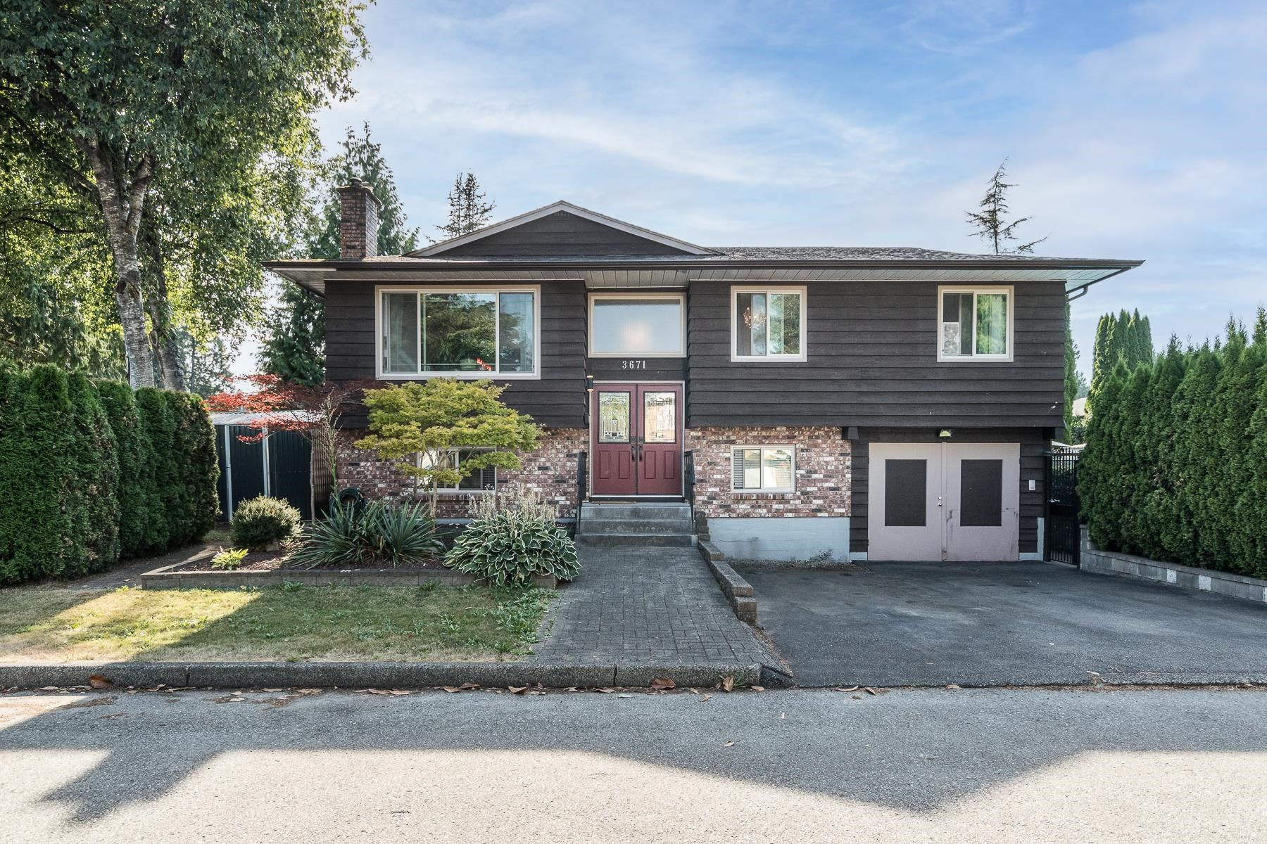 Photo 1: Photos: 3671 SOMERSET Street in Port Coquitlam: Lincoln Park PQ House for sale : MLS®# R2610216