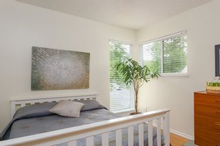 """Photo 15: 4784 LAURELWOOD Place in Burnaby: Greentree Village Townhouse for sale in """"GREENTREE VILLAGE"""" (Burnaby South)  : MLS®# R2375023"""
