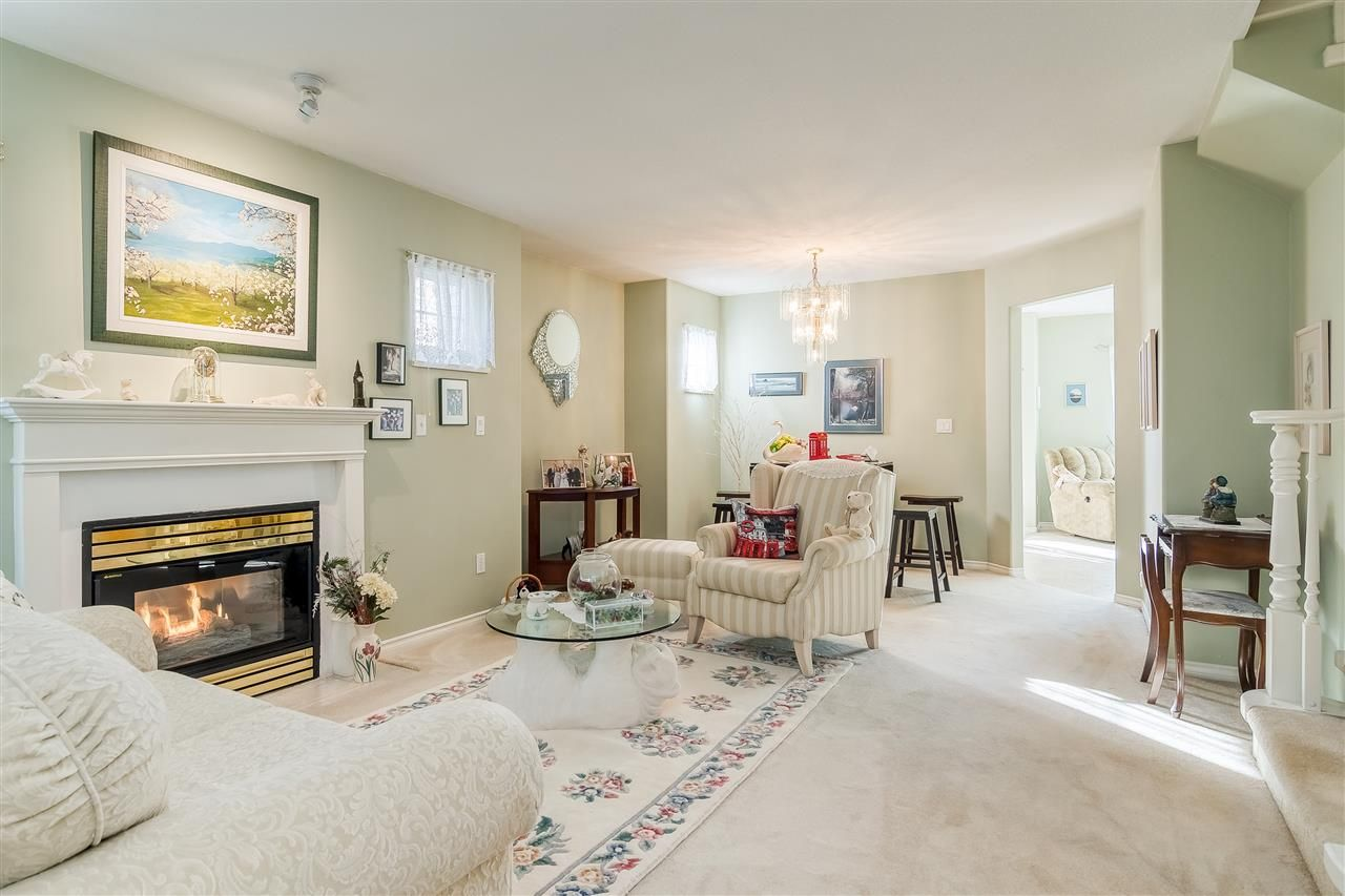 """Photo 2: Photos: 17 13499 92 Avenue in Surrey: Queen Mary Park Surrey Townhouse for sale in """"CHATHAM LANE"""" : MLS®# R2403467"""