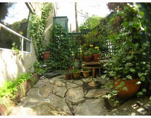 """Main Photo: 213 1345 COMOX Street in Vancouver: West End VW Condo for sale in """"TIFFANY COURT"""" (Vancouver West)  : MLS®# V648856"""