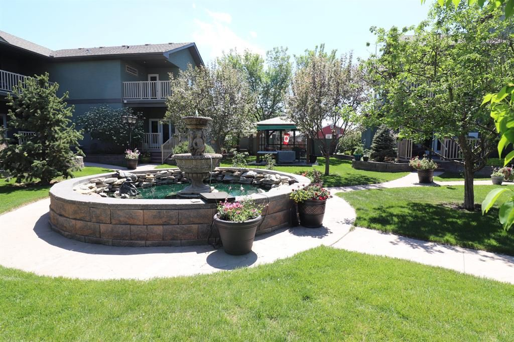 Main Photo: 21 6 Ave Avenue SE: High River Apartment for sale : MLS®# A1107621