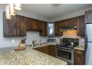 """Photo 4: 215 450 BROMLEY Street in Coquitlam: Coquitlam East Condo for sale in """"BROMLEY MANOR"""" : MLS®# R2030083"""
