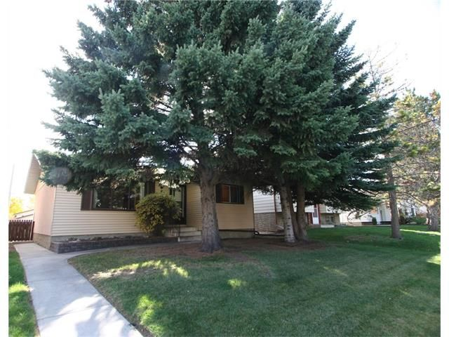 Main Photo: 421 HUNTINGTON Way NE in Calgary: Huntington Hills House for sale : MLS®# C4034997