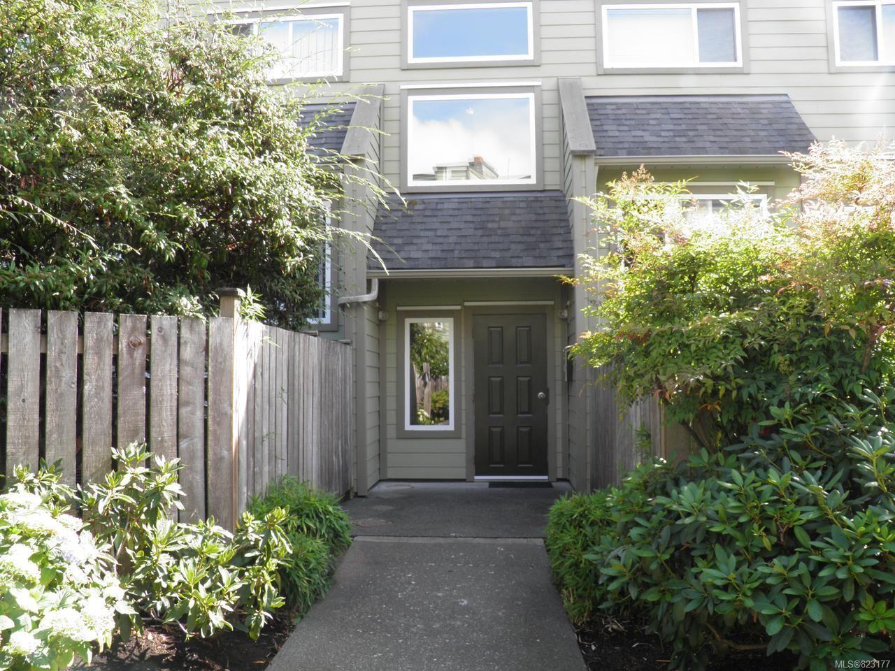 Main Photo: 102A 2250 Manor Pl in COMOX: CV Comox (Town of) Condo for sale (Comox Valley)  : MLS®# 823177