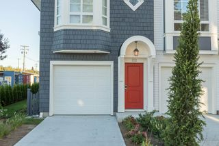 """Photo 2: 74 8476 207A Street in Langley: Willoughby Heights Townhouse for sale in """"YORK by Mosaic"""" : MLS®# R2108289"""