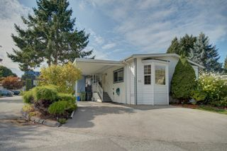 """Photo 2: 85 7790 KING GEORGE Boulevard in Surrey: East Newton Manufactured Home for sale in """"CRISPEN BAYS"""" : MLS®# R2617693"""