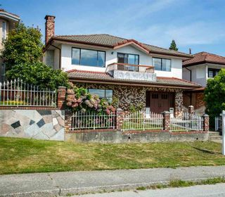 Photo 2: 5015 FRANCES Street in Burnaby: Capitol Hill BN House for sale (Burnaby North)  : MLS®# R2490814