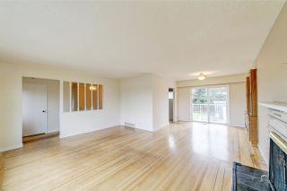 Photo 3: 1820 GROVER Avenue in Coquitlam: Central Coquitlam House for sale : MLS®# R2420677