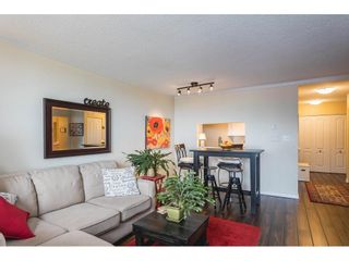"""Photo 4: 502 15111 RUSSELL Avenue: White Rock Condo for sale in """"Pacific Terrace"""" (South Surrey White Rock)  : MLS®# R2597995"""