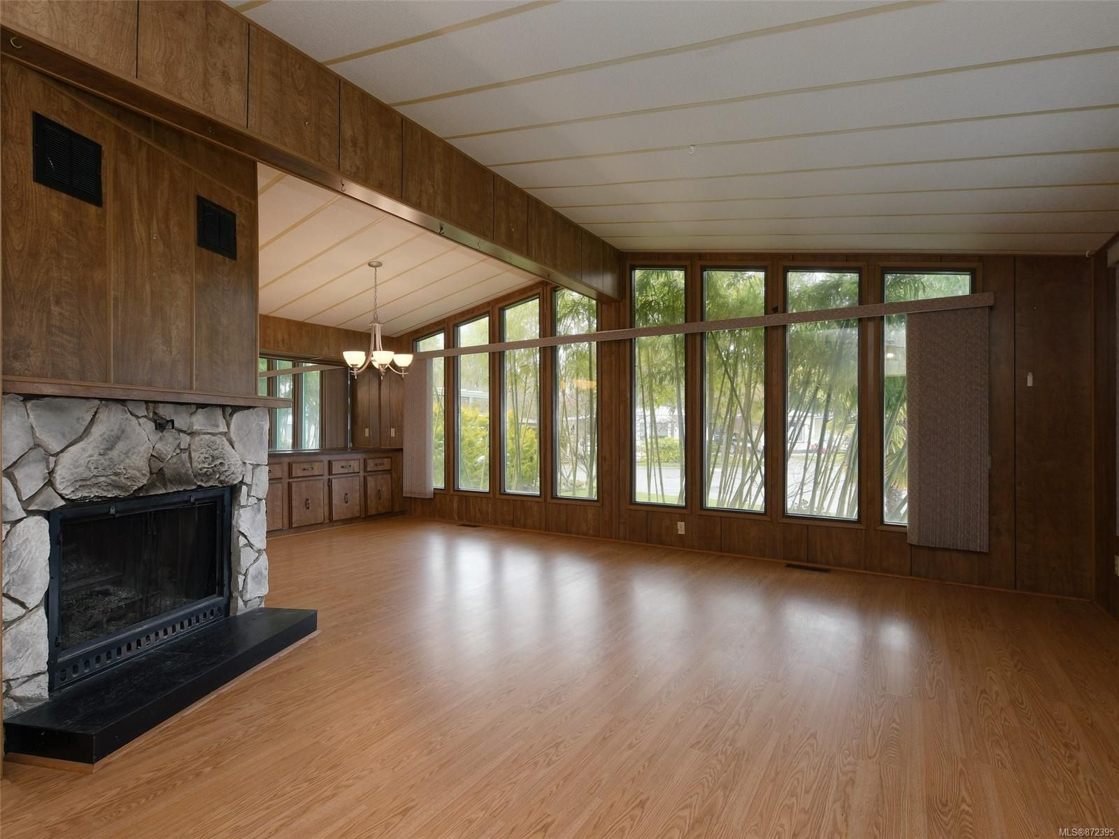 Main Photo: 9378 Trailcreek Dr in : Si Sidney South-West Manufactured Home for sale (Sidney)  : MLS®# 872395