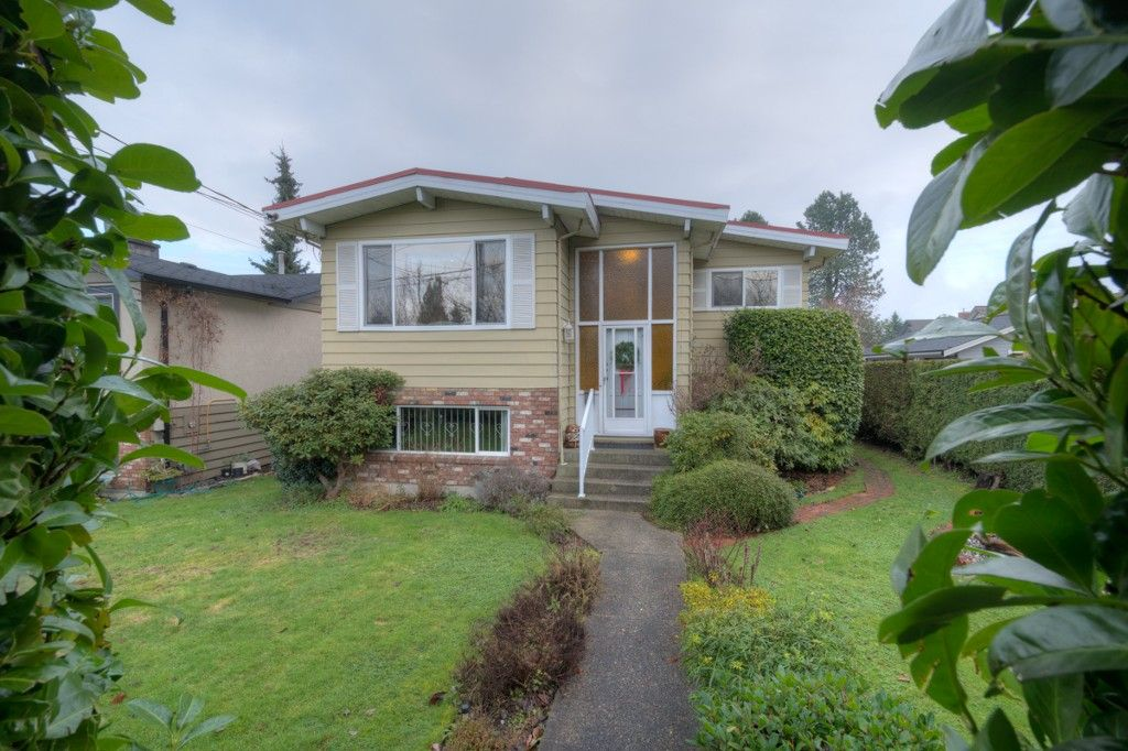 """Main Photo: 711 SECOND Street in New Westminster: GlenBrooke North House for sale in """"GLENBROOKE NORTH"""" : MLS®# R2022211"""