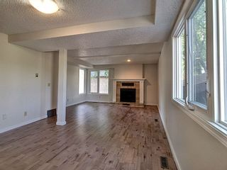 Photo 2: 4321 Riverbend Road in Edmonton: Zone 14 Townhouse for sale : MLS®# E4248105