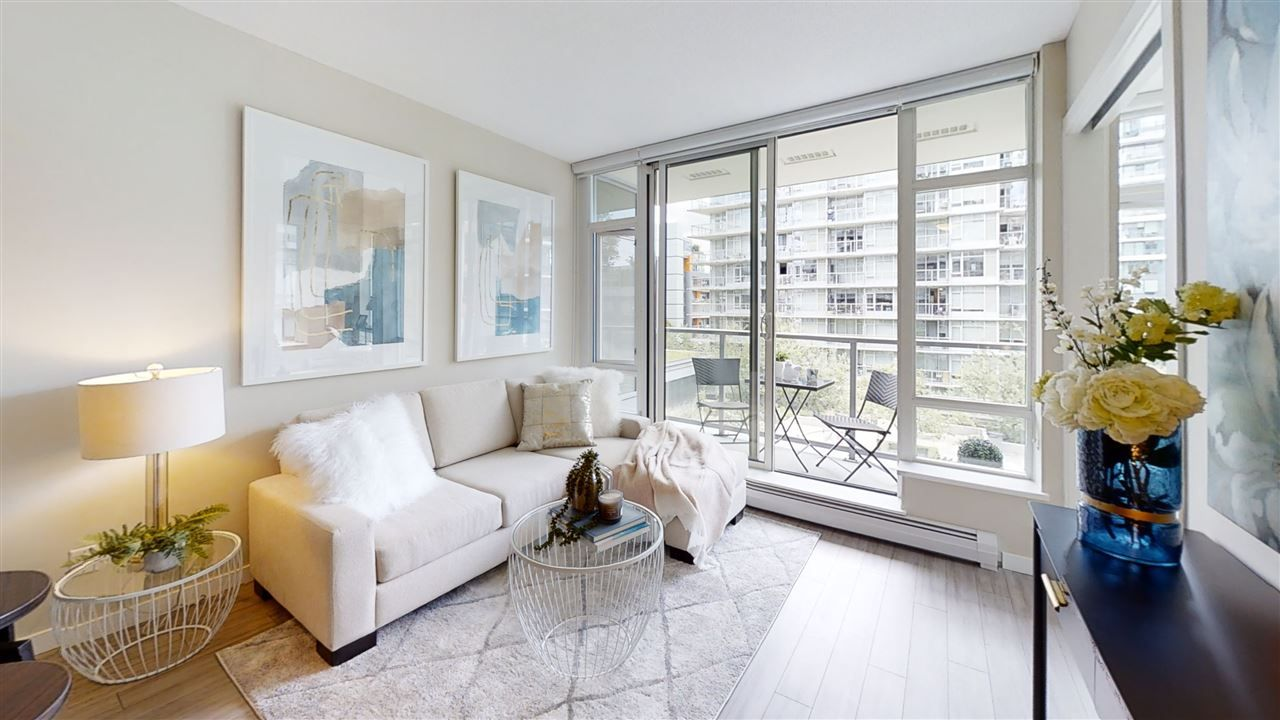 """Main Photo: 556 168 W 1ST Avenue in Vancouver: False Creek Condo for sale in """"WALL CENTRE FALSE CREEK"""" (Vancouver West)  : MLS®# R2467542"""
