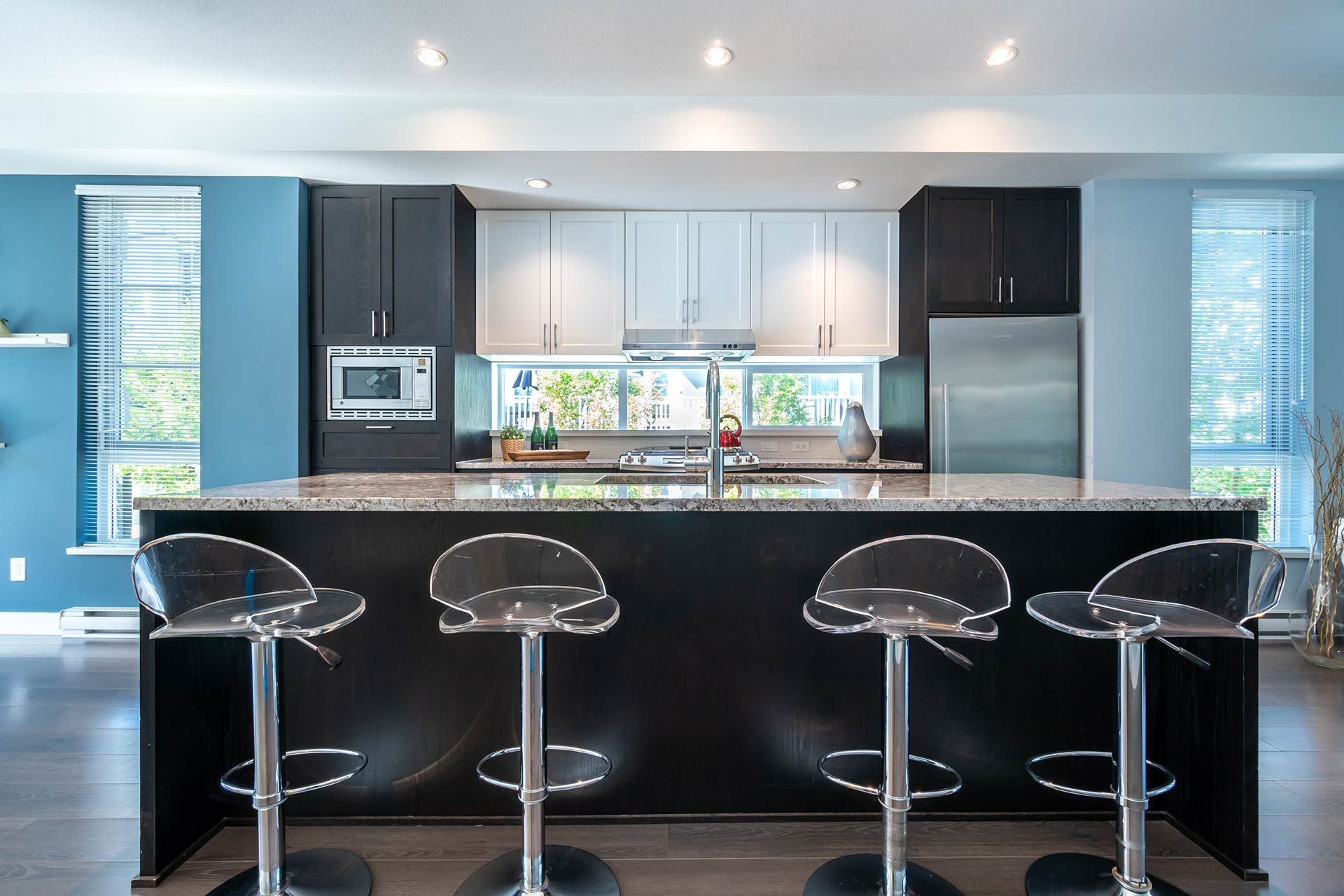 """Photo 7: Photos: 154 548 FOSTER Avenue in Coquitlam: Coquitlam West Townhouse for sale in """"BLACK + WHITE"""" : MLS®# R2587208"""