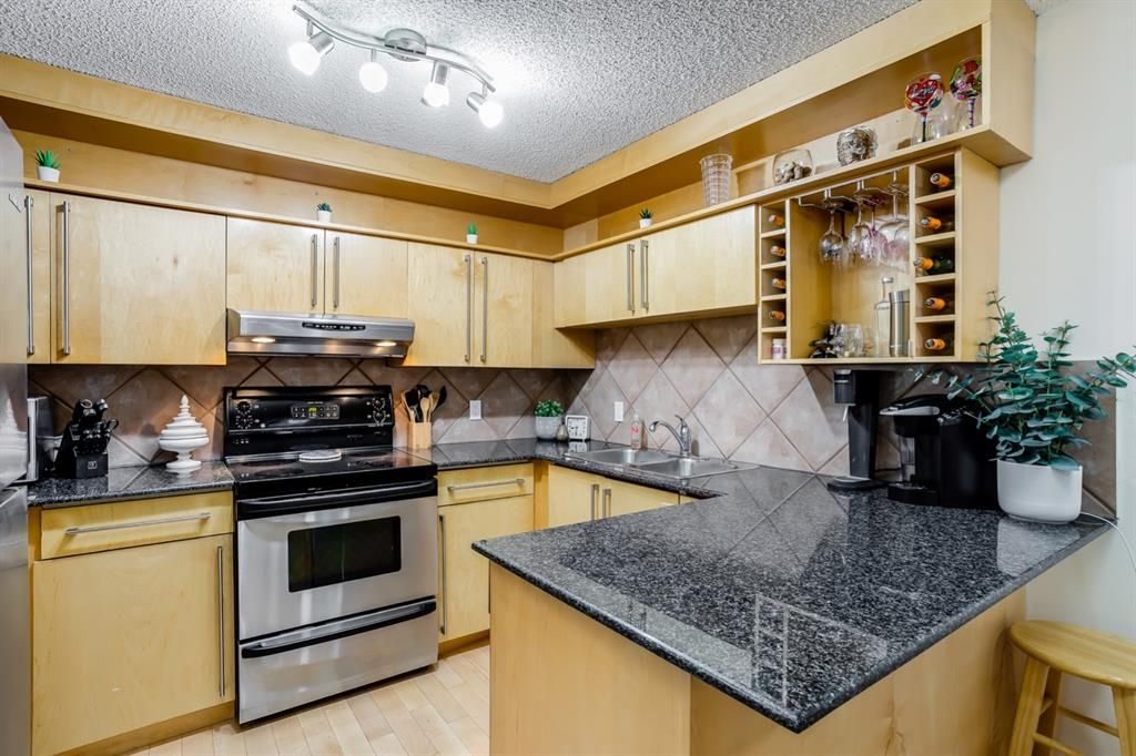 Main Photo: 3 821 3 Avenue SW in Calgary: Downtown Commercial Core Apartment for sale : MLS®# A1130579