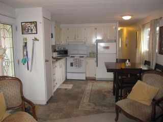 """Photo 4: 62 21163 LOUGHEED Highway in Maple Ridge: Southwest Maple Ridge Manufactured Home for sale in """"VAL MARIA MOBILE HOME PARK"""" : MLS®# R2244017"""