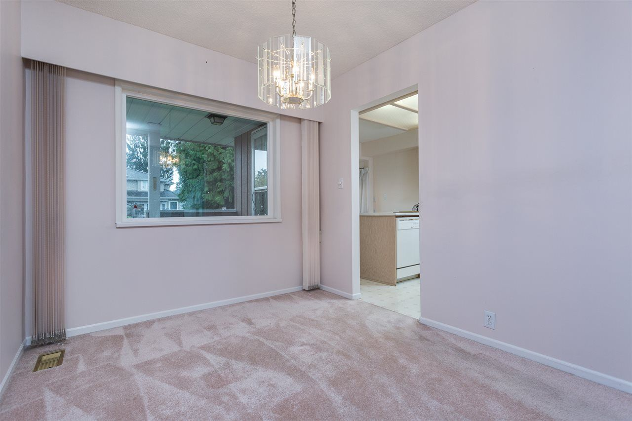 Photo 5: Photos: 1100 GROVER Avenue in Coquitlam: Central Coquitlam House for sale : MLS®# R2047034