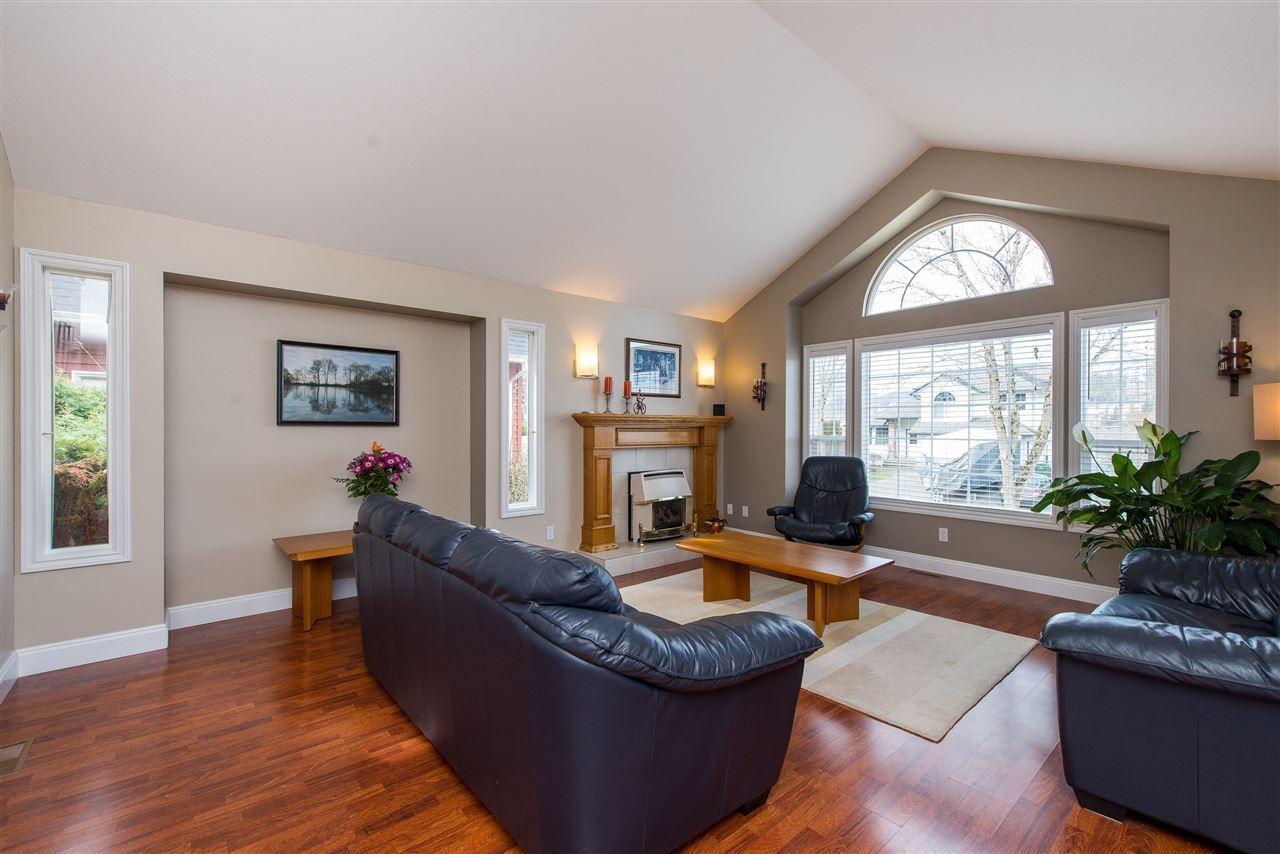 Photo 4: Photos: 5452 HIGHROAD Crescent in Sardis: Promontory House for sale : MLS®# R2351720
