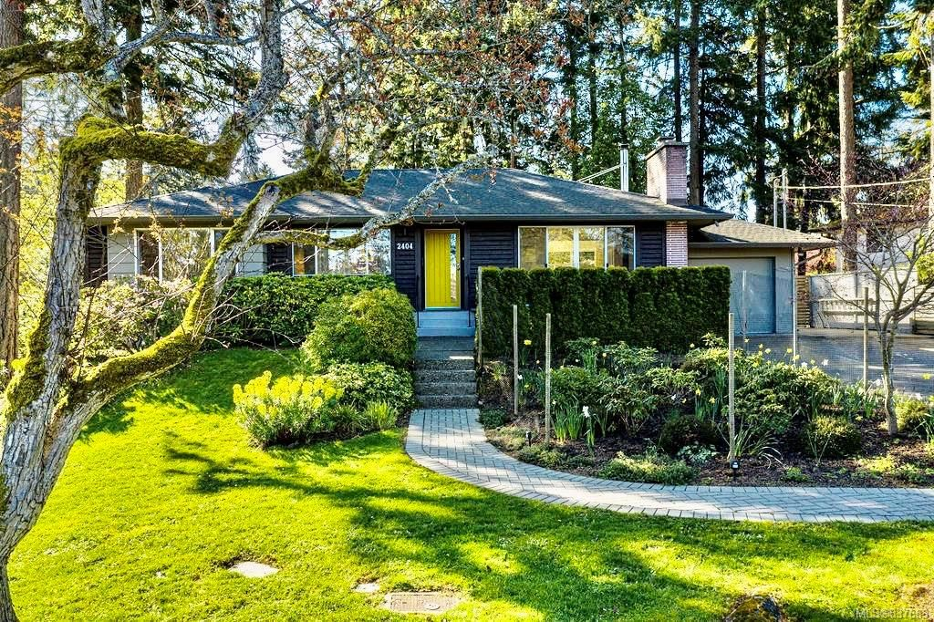 Main Photo: 2404 Alpine Cres in Saanich: SE Arbutus House for sale (Saanich East)  : MLS®# 837683