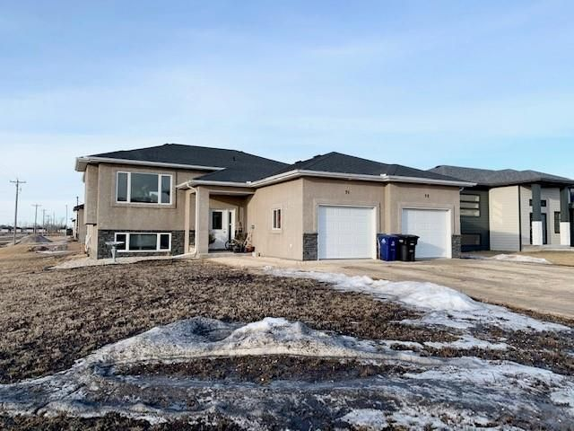 Main Photo: 7 Orchard Hill Drive in Mitchell: R16 Residential for sale : MLS®# 202104337
