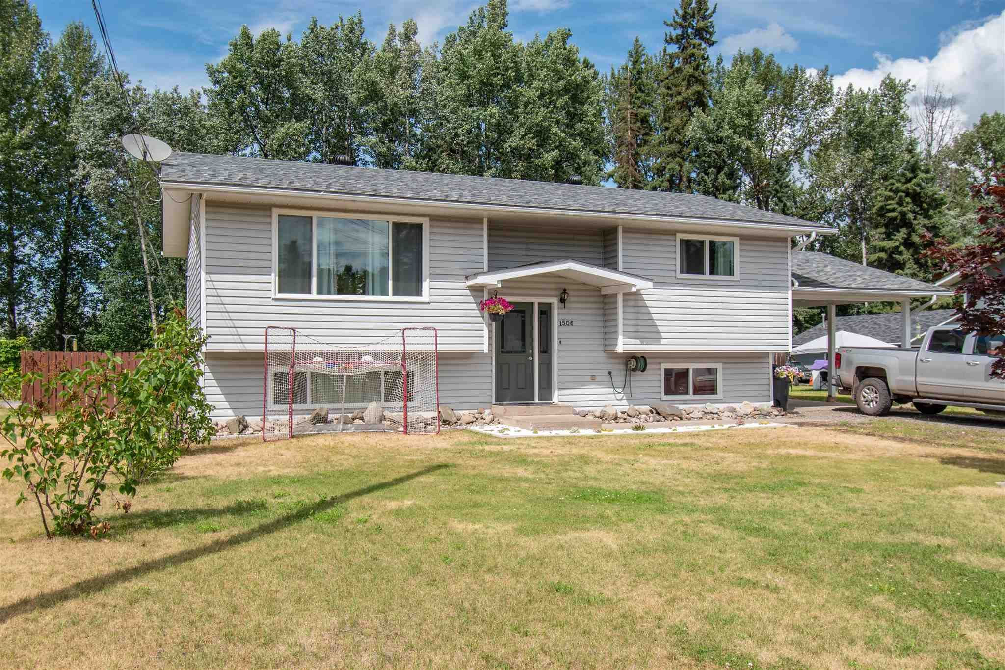 Main Photo: 1506 WALNUT Street: Telkwa House for sale (Smithers And Area (Zone 54))  : MLS®# R2602718