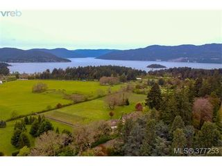 Photo 2: 952 Mt. Newton Cross Rd in SAANICHTON: CS Inlet House for sale (Central Saanich)  : MLS®# 757370