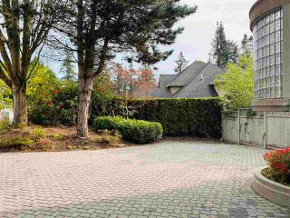 Photo 2: 1651 134 Street in Surrey: Crescent Bch Ocean Pk. House for sale (South Surrey White Rock)  : MLS®# R2590018