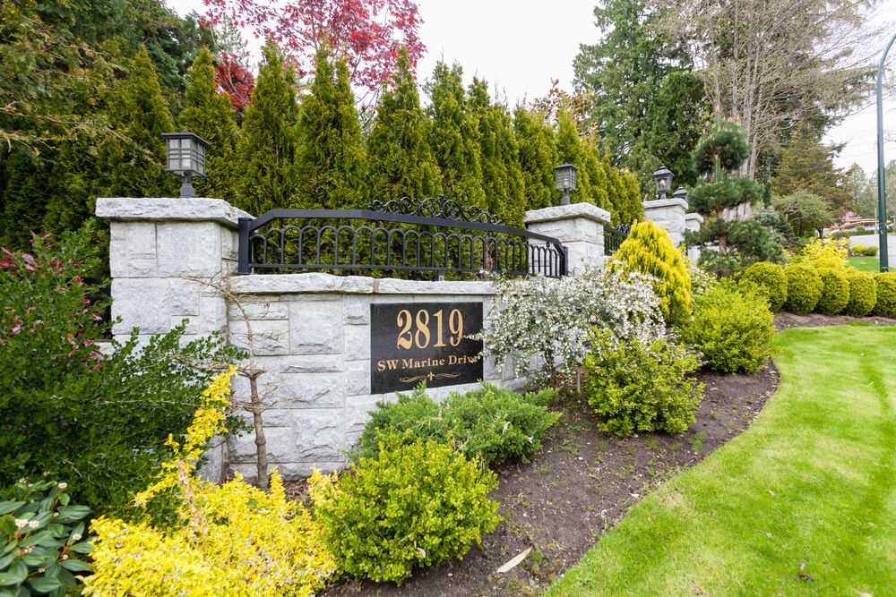 Main Photo: 2819 MARINE Drive in Vancouver West: Home for sale : MLS®# V1068347