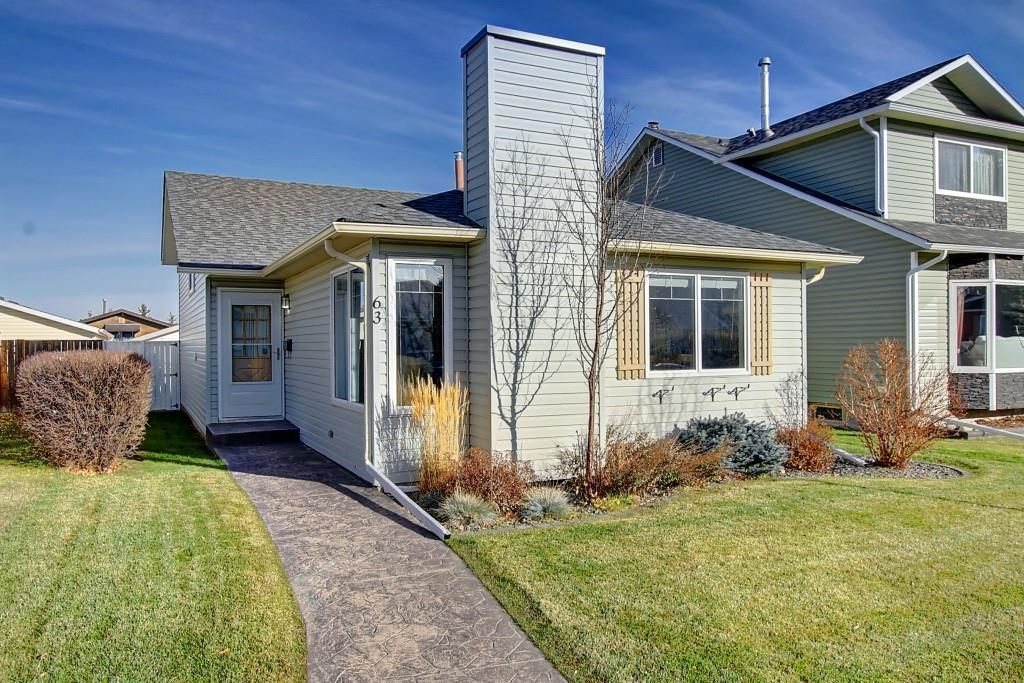 Main Photo: 63 WOODBOROUGH Crescent SW in Calgary: Woodbine Detached for sale : MLS®# C4275508