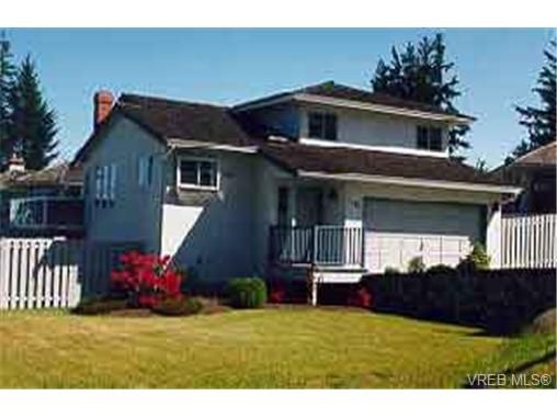 Main Photo: 3305 Crowhurst Pl in VICTORIA: Co Lagoon House for sale (Colwood)  : MLS®# 213816
