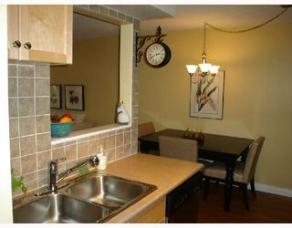 "Photo 4: 101 36 E 14TH Avenue in Vancouver: Mount Pleasant VE Condo for sale in ""ROSEMOUNT MANOR"" (Vancouver East)  : MLS®# V663023"